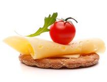 Σάντουιτς τυριών που απομονώνεται στην άσπρη διακοπή υποβάθρου στοκ εικόνες