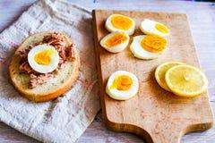 Σάντουιτς τόνου και αυγών Στοκ Φωτογραφίες