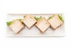 σάντουιτς τόνου στο λευκό Στοκ εικόνες με δικαίωμα ελεύθερης χρήσης