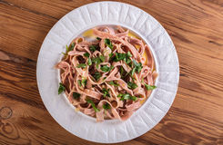 Σάλτσα και μαϊντανός τεύτλων Spagettis στοκ φωτογραφία
