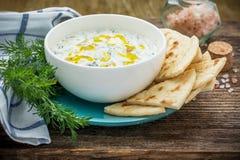 Σάλτσα με το γιαούρτι και αγγούρι για τον εκκινητή Στοκ εικόνες με δικαίωμα ελεύθερης χρήσης