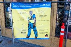 Σήμανση ασφάλειας αγγλικά/ισπανικά στοκ εικόνες με δικαίωμα ελεύθερης χρήσης