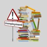 Σήμα ανεργίας μπροστά από ένα βουνό των βιβλίων Στοκ Εικόνα