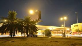 Σήμα κυκλοφορίας σε Jeddah στο νυχτερινό σφάλμα απόθεμα βίντεο