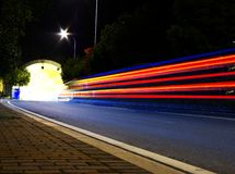 σήραγγα κυκλοφορίας νύχτας Στοκ φωτογραφία με δικαίωμα ελεύθερης χρήσης
