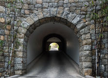 σήραγγα πετρών Στοκ φωτογραφία με δικαίωμα ελεύθερης χρήσης