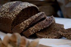 σίκαλη ψωμιού που τεμαχίζεται Στοκ Εικόνες