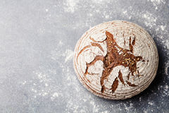 Σίκαλη ψωμιού, ολόκληρο σιτάρι Τοπ όψη διάστημα αντιγράφων στοκ εικόνα