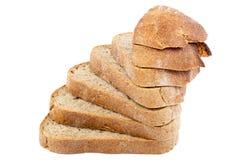 Σίκαλη ψωμιού που τεμαχίζεται σε ένα άσπρο υπόβαθρο Στοκ Φωτογραφίες