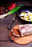 σίκαλη ψωμιού που τεμαχίζεται Στοκ φωτογραφία με δικαίωμα ελεύθερης χρήσης
