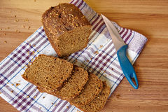 σίκαλη ψωμιού που τεμαχίζεται Στοκ Φωτογραφία