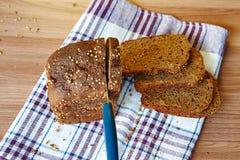 σίκαλη ψωμιού που τεμαχίζεται Στοκ Εικόνα