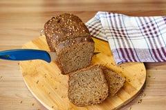 σίκαλη ψωμιού που τεμαχίζεται Στοκ εικόνες με δικαίωμα ελεύθερης χρήσης