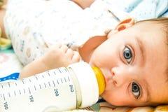 Σίτιση μωρών Στοκ εικόνες με δικαίωμα ελεύθερης χρήσης