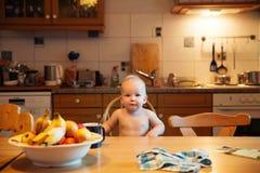 σίτιση στερεό τροφίμων s μωρών πρώτο Στοκ Εικόνα
