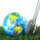 Σίδηρος γκολφ και γήινη σφαίρα Στοκ Φωτογραφία