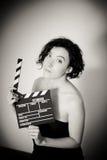 Σαγηνευτική ηθοποιός με το clapperboard, εκλεκτής ποιότητας γραπτό por Στοκ φωτογραφία με δικαίωμα ελεύθερης χρήσης