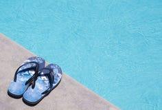 Σαγιονάρες από την πισίνα Στοκ φωτογραφία με δικαίωμα ελεύθερης χρήσης