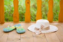 Σαγιονάρες και καπέλο αχύρου Στοκ Εικόνες