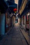 ΣΑΓΚΆΗ, ΚΙΝΑ - 29 ΙΑΝΟΥΑΡΊΟΥ 2017: Διάσημη πόλη νερού Zhouzhuang, αρχαία περιοχή πόλης με τα κανάλια και τα παλαιά κτήρια στοκ φωτογραφία με δικαίωμα ελεύθερης χρήσης