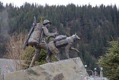 Σακάκια ιχνών Iditarod μνημείων Στοκ Εικόνες