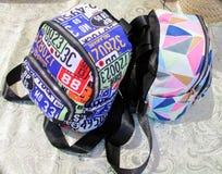 Σακίδια πλάτης για το σχολείο με τα φερμουάρ στοκ φωτογραφίες