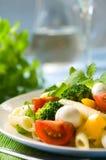 σαλάτα ζυμαρικών μοτσαρ&epsilo Στοκ Φωτογραφία