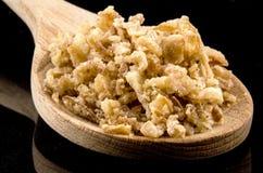 Σαλάτα κρεμμυδιών crispies σε ένα ξύλινο κουτάλι Στοκ εικόνες με δικαίωμα ελεύθερης χρήσης