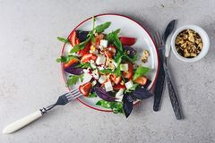 Σαλάτα με τις φράουλες στοκ εικόνες