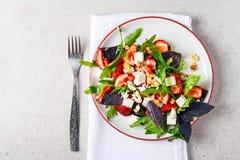 Σαλάτα με τις φράουλες στοκ εικόνες με δικαίωμα ελεύθερης χρήσης