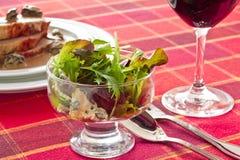 Σαλάτα με το μπλε τυρί στοκ φωτογραφίες