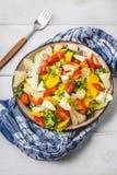 Σαλάτα με το τυρί και τα φρέσκα λαχανικά Στοκ φωτογραφίες με δικαίωμα ελεύθερης χρήσης