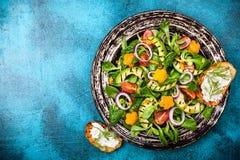 Σαλάτα με το ψημένο στη σχάρα αβοκάντο Στοκ Φωτογραφία
