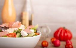 Σαλάτα τυριών σε ένα κύπελλο Στοκ εικόνες με δικαίωμα ελεύθερης χρήσης