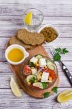 Σαλάτα των ακατέργαστων λαχανικών στο πετρέλαιο Στοκ Εικόνες
