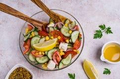 Σαλάτα των ακατέργαστων λαχανικών στο πετρέλαιο Στοκ Φωτογραφίες