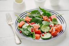 Σαλάτα φρούτων και λαχανικών στο πιάτο στοκ φωτογραφία με δικαίωμα ελεύθερης χρήσης