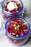 Σαλάτα Vinaigrette με το φυτικό έλαιο ελιών σε ένα βάζο στοκ φωτογραφίες με δικαίωμα ελεύθερης χρήσης
