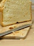 σανίδα μαχαιριών ψωμιού στοκ φωτογραφία με δικαίωμα ελεύθερης χρήσης