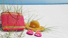 σανδάλια καπέλων παραλιών  Στοκ φωτογραφίες με δικαίωμα ελεύθερης χρήσης