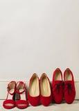 Σανδάλια παπουτσιών γυναικών ` s, επίπεδα μπαλέτου, κόκκινο χρώμα oxfords Στοκ Εικόνες