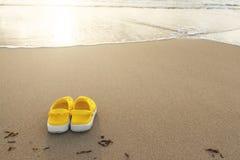 Σανδάλια στην παραλία Στοκ εικόνα με δικαίωμα ελεύθερης χρήσης
