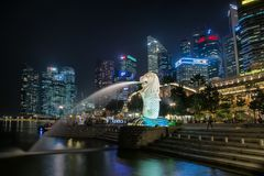 σαν επικεφαλής φανταστικό λιονταριών πηγών ψαριών πλασμάτων σωμάτων merlion σύμβολο οριζόντων συχνά Σινγκαπούρη Στοκ φωτογραφία με δικαίωμα ελεύθερης χρήσης