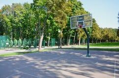 σαν καλαθοσφαίρισης εννοιών δικαστηρίων κενή αθλητική οδό τρόπου ζωής άσκησης υγιή τέτοιες Για τις έννοιες όπως ο αθλητισμός και  Στοκ φωτογραφία με δικαίωμα ελεύθερης χρήσης