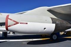 Σαν Ντιέγκο, Καλιφόρνια - ΗΠΑ - 04.2016 Δεκεμβρίου - αεροσκάφη αεριωθούμενων αεροπλάνων ναυτικού στο ευρισκόμενο στη μέση του δρό Στοκ Εικόνες