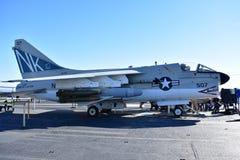 Σαν Ντιέγκο, Καλιφόρνια - ΗΠΑ - 04.2016 Δεκεμβρίου - αεροσκάφη 507 ευρισκόμενο στη μέση του δρόμου μουσείο USS Στοκ Φωτογραφία
