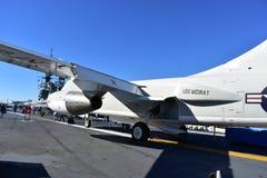 Σαν Ντιέγκο, Καλιφόρνια - ΗΠΑ - 04.2016 Δεκεμβρίου - αεροσκάφη ναυτικού στο ευρισκόμενο στη μέση του δρόμου μουσείο USS Στοκ εικόνα με δικαίωμα ελεύθερης χρήσης