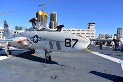 Σαν Ντιέγκο, Καλιφόρνια - ΗΠΑ - 04.2016 Δεκεμβρίου - αεροσκάφη Cougar στο ευρισκόμενο στη μέση του δρόμου μουσείο USS Στοκ φωτογραφία με δικαίωμα ελεύθερης χρήσης