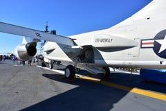 Σαν Ντιέγκο, Καλιφόρνια - ΗΠΑ - 04.2016 Δεκεμβρίου - ευρισκόμενα στη μέση του δρόμου αεροσκάφη μουσείων USS Στοκ Φωτογραφίες