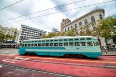 ΣΑΝ ΦΡΑΝΣΊΣΚΟ, ΑΣΒΈΣΤΙΟ - 6 ΑΥΓΟΎΣΤΟΥ 2017: Εκλεκτής ποιότητας καροτσάκι γ καλωδίων τραμ Στοκ Εικόνες